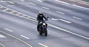 Il roule à 220 km/h sur une route limitée à 110 !