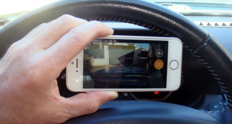 Une application Smartphone permet de visionner les images