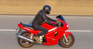 Une moto et un Audi Q5 flashés à 184 et 164 km/h sur une route limitée à 80