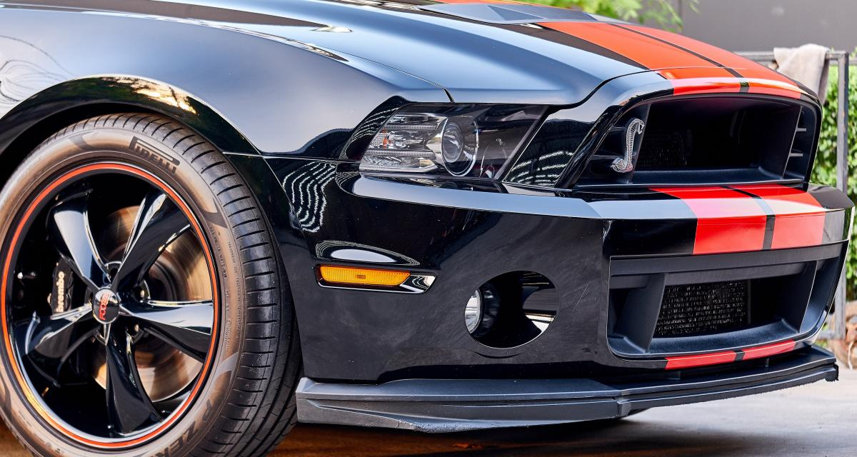 Il se filme au volant de sa Mustang Shelby GT350 à 290 km/h !