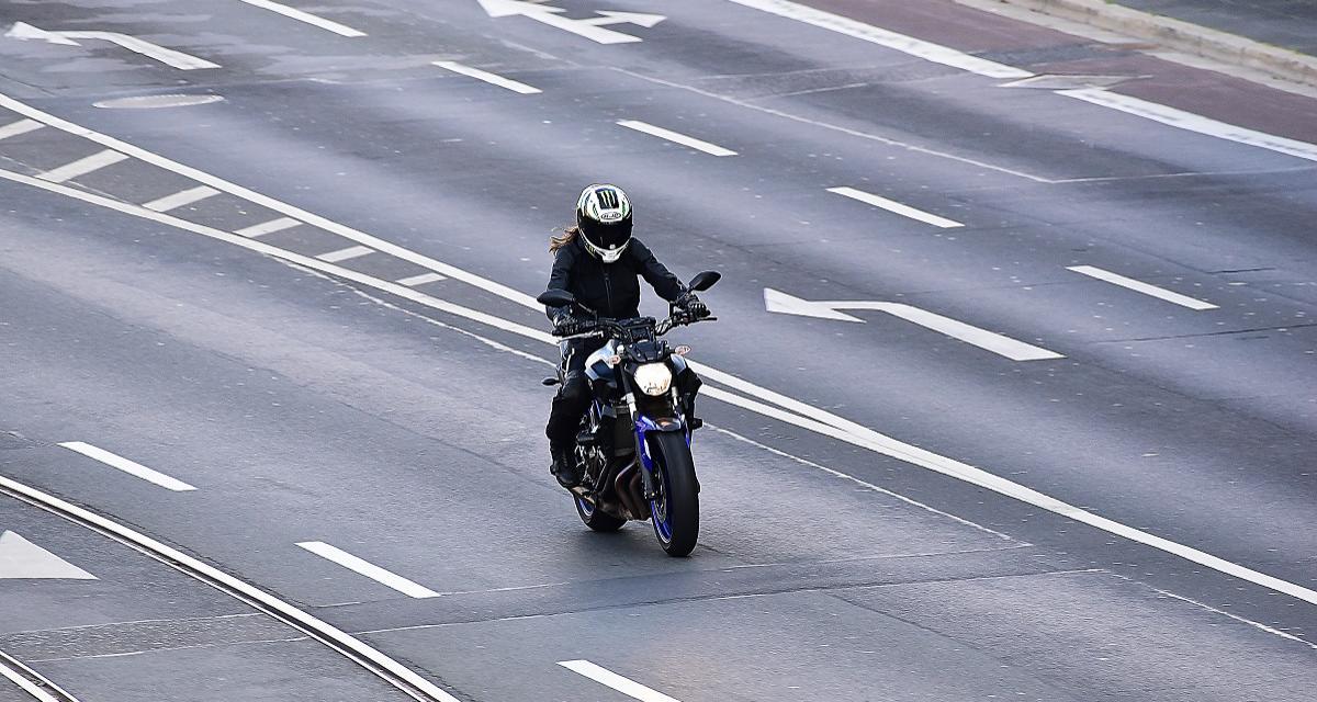 Flashé à moto à 191 km/h sur une route limitée à 80