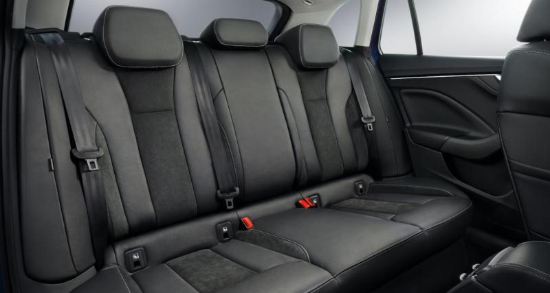 A l'intérieur : limousine compacte