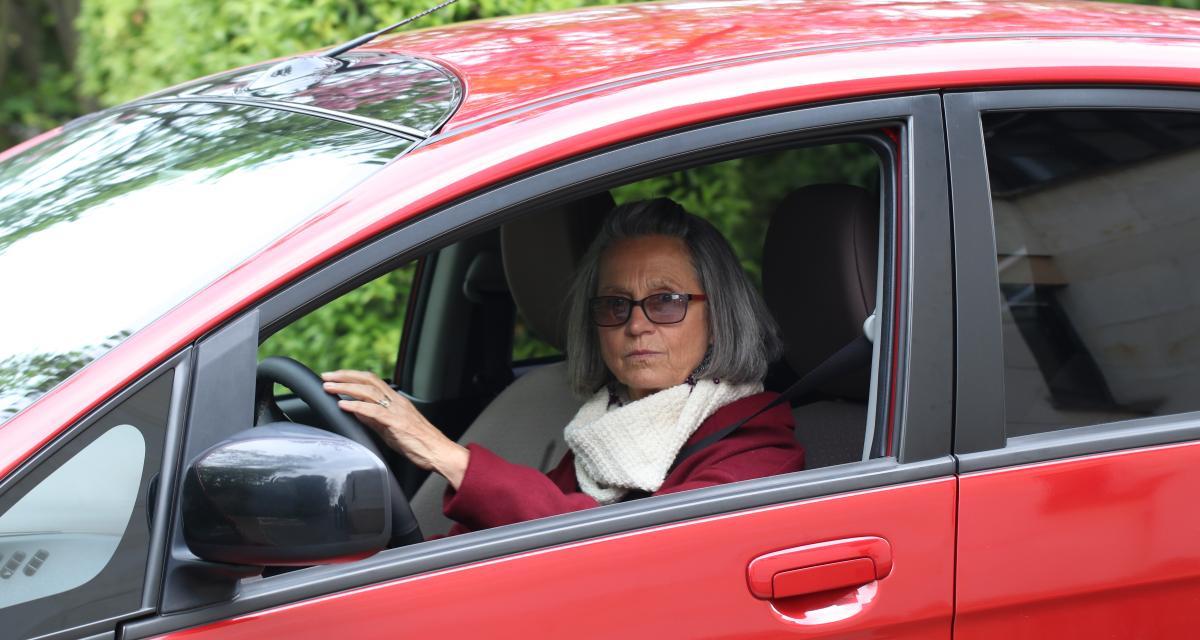 Eliane C., roule en Citroën C-Zero: «Mes petits-enfants disent que je suis une mamie branchée»