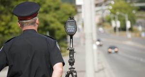 Des épouvantails-policiers pour lutter contre les excès de vitesse : gare au leurre !