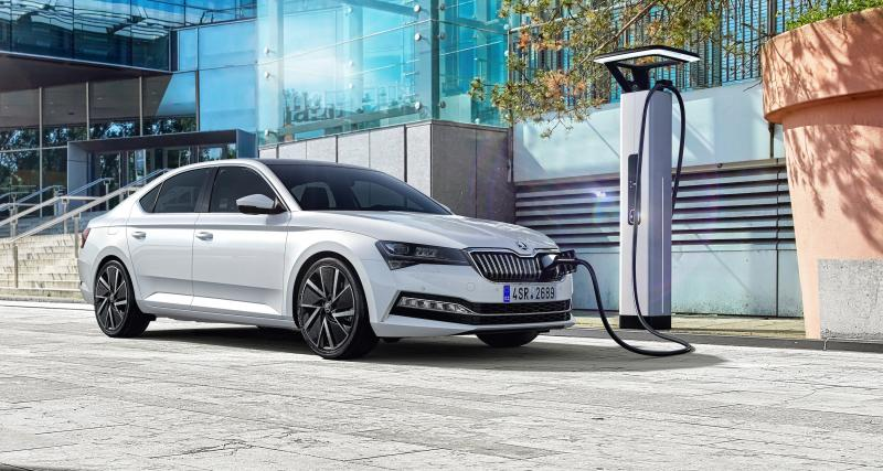 Skoda Superb restylée : chic, hybride et cross