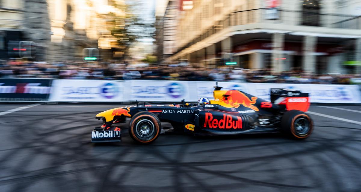 Formule 1 : Red Bull & David Coulthard font le show à Cape Town avec la RB7