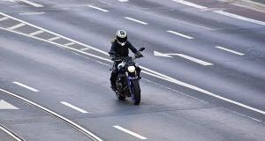 Vidéo : en roue arrière durant presque une minute sur l'autoroute A1 (exclu)