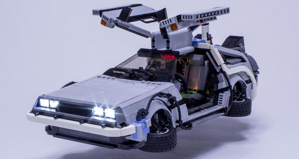 Une Delorean DMC-12 de Retour vers le futur en Lego