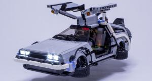 """Une Delorean DMC-12 de """"Retour vers le futur"""" en Lego"""
