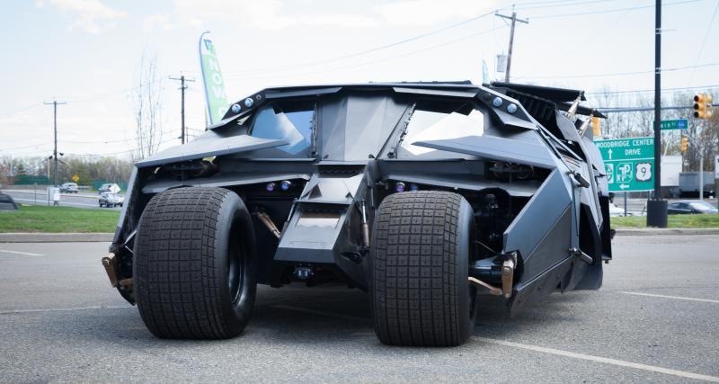 Le Youtubeur Sébastien Delannay détruit sa Batmobile dans le Nord de la France