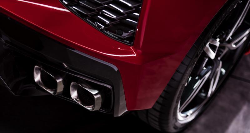V8 atmosphérique en position centrale arrière