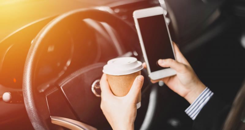 Louer une voiture pour... manger, faire la sieste ou recharger son portable