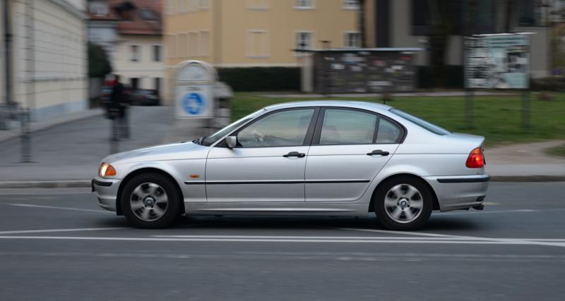 Un récidiviste à plus de 90 km/h en ville au volant de sa BMW Série 3 sans assurance