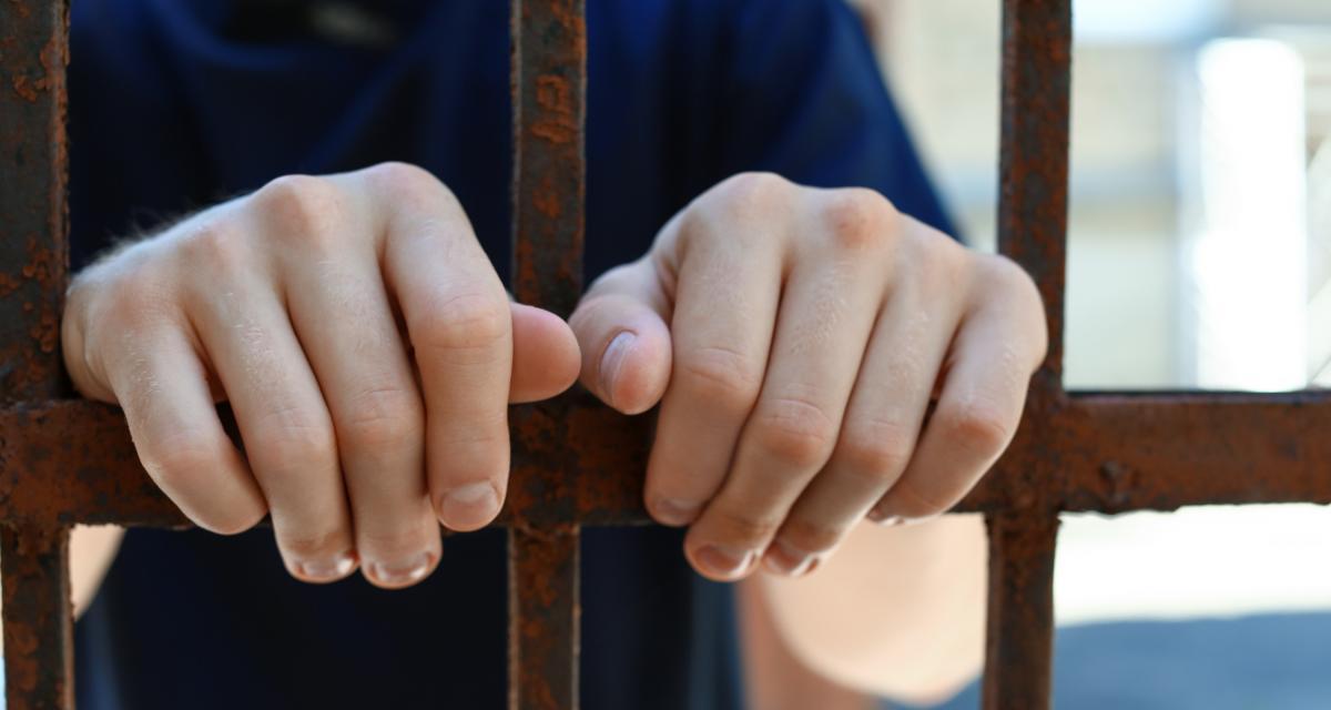 En grand excès de vitesse, sans permis et récidiviste, il prend 10 mois ferme de prison