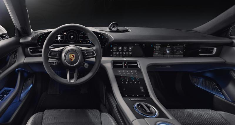 Voici la planche de bord de la Porsche Taycan