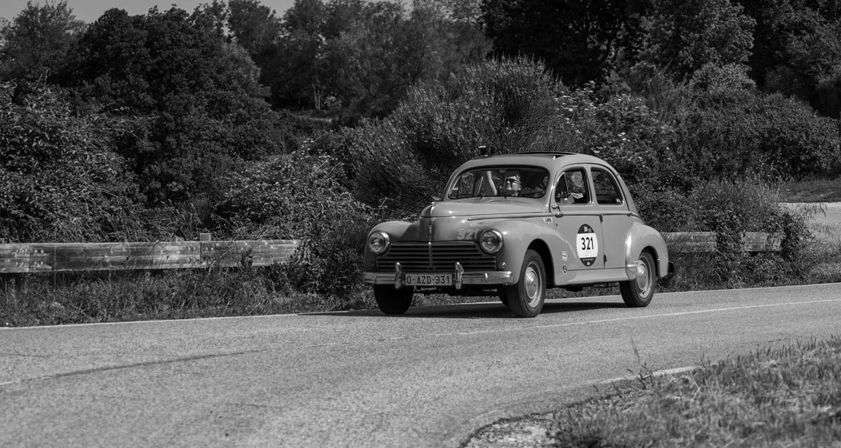 Yvonne, 94 ans, 67 ans de permis et pas un seul accrochage au volant de sa Peugeot 203 !