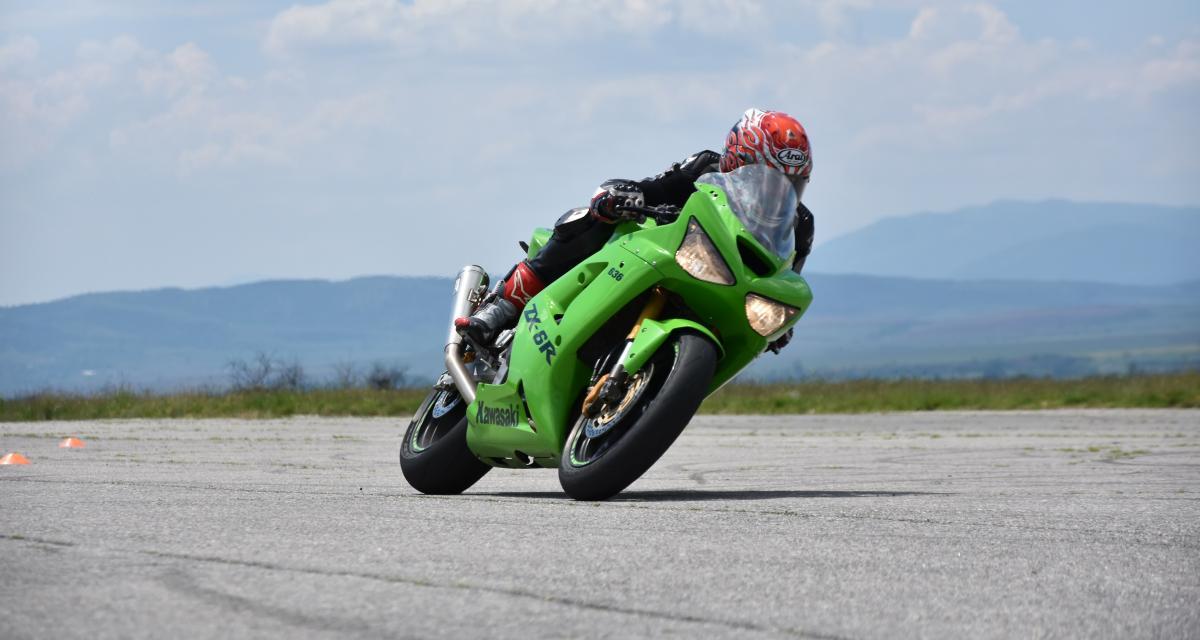 Un motard au guidon de sa Kawasaki Ninja flashé à 202 km/h sur une route limitée à 80