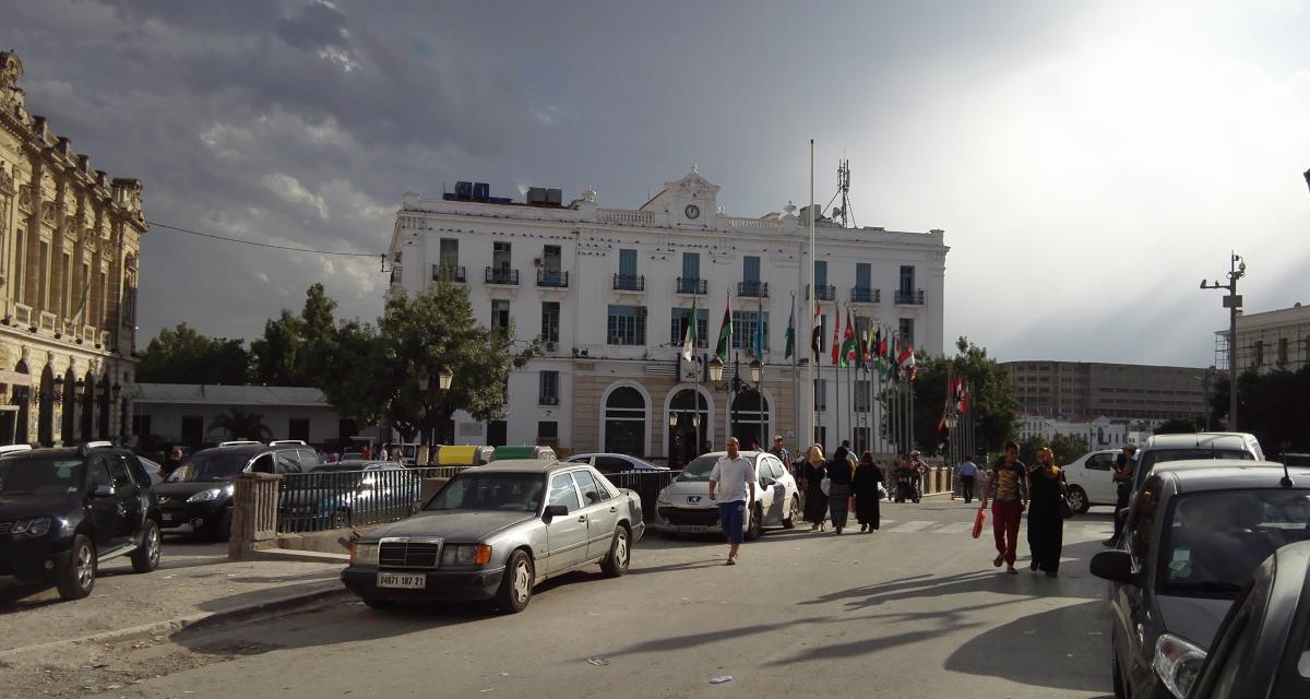 Algérie : une nouvelle taxe sur les voitures pour les immigrés