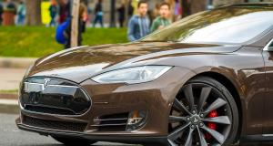 Tesla : Elon Musk veut faire péter ses voitures