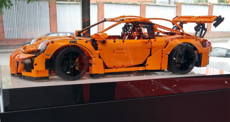 ADAC : crash-test entre une Bugatti et une Porsche… en Lego !