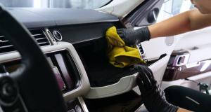 Il gagne 500 000 euros en nettoyant sa voiture !