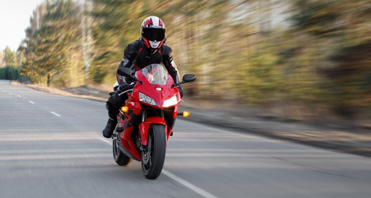 Flashé à 190 km/h à moto sur une route limitée à 90