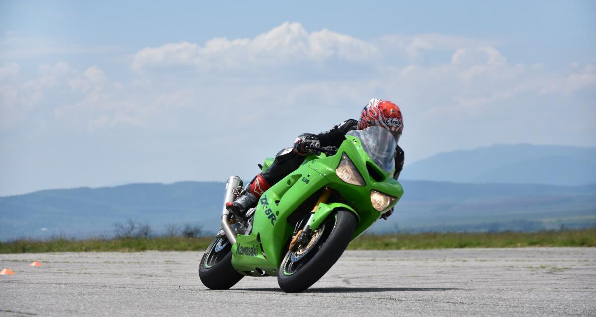 Un motard sans permis ni assurance arrêté à 235 km/h sur l'autoroute A8