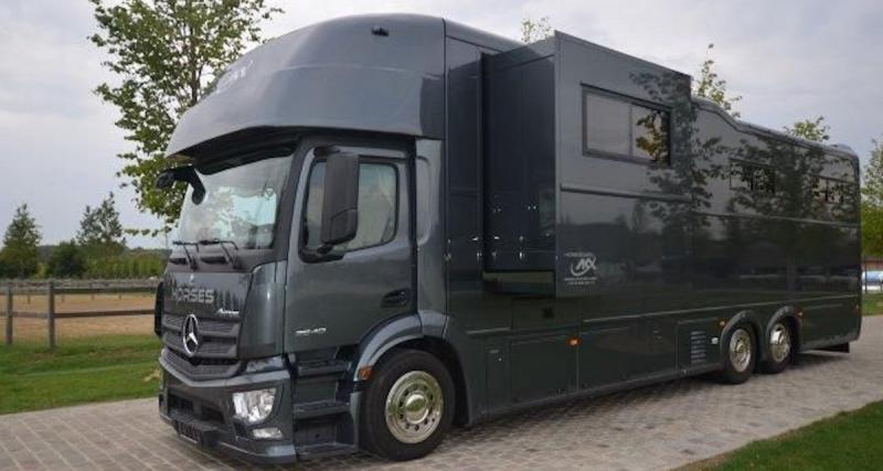 STX AKX 26/400 : le camping-car à 500 000 euros en trois points