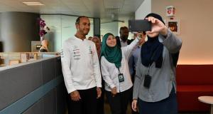 Formule 1 : Hamilton reçoit son titre, Albon et Verstappen récompensés