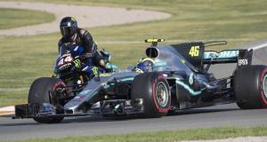 Le duo Hamilton - Rossi échange leur machine