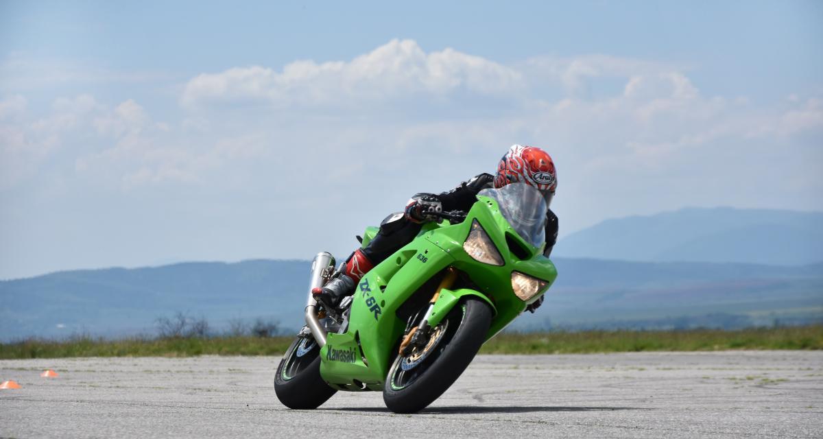 Un motard avec une passagère flashé à 197 km/h