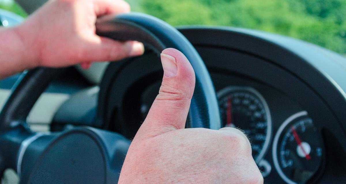 Au volant à 183 km/h dans son village : le maire frappe fort