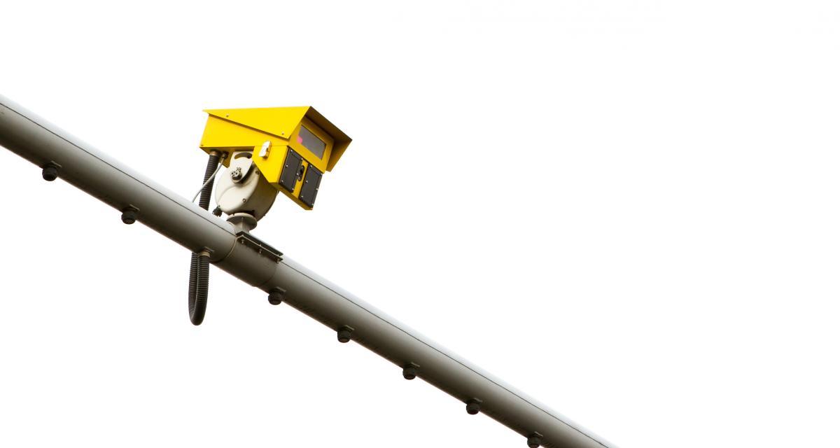 Excès de vitesse : à quelle distance flashe un radar fixe ?