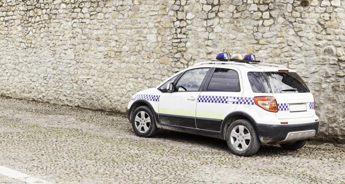 Un policier roule à 193 km/h avec son gyrophare pour se rendre à l'université de son fils