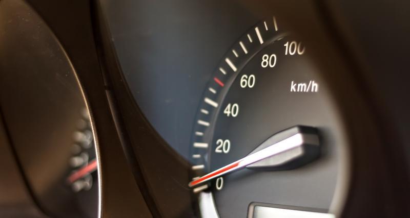 Vitesse compteur, vitesse GPS : laquelle suivre ?