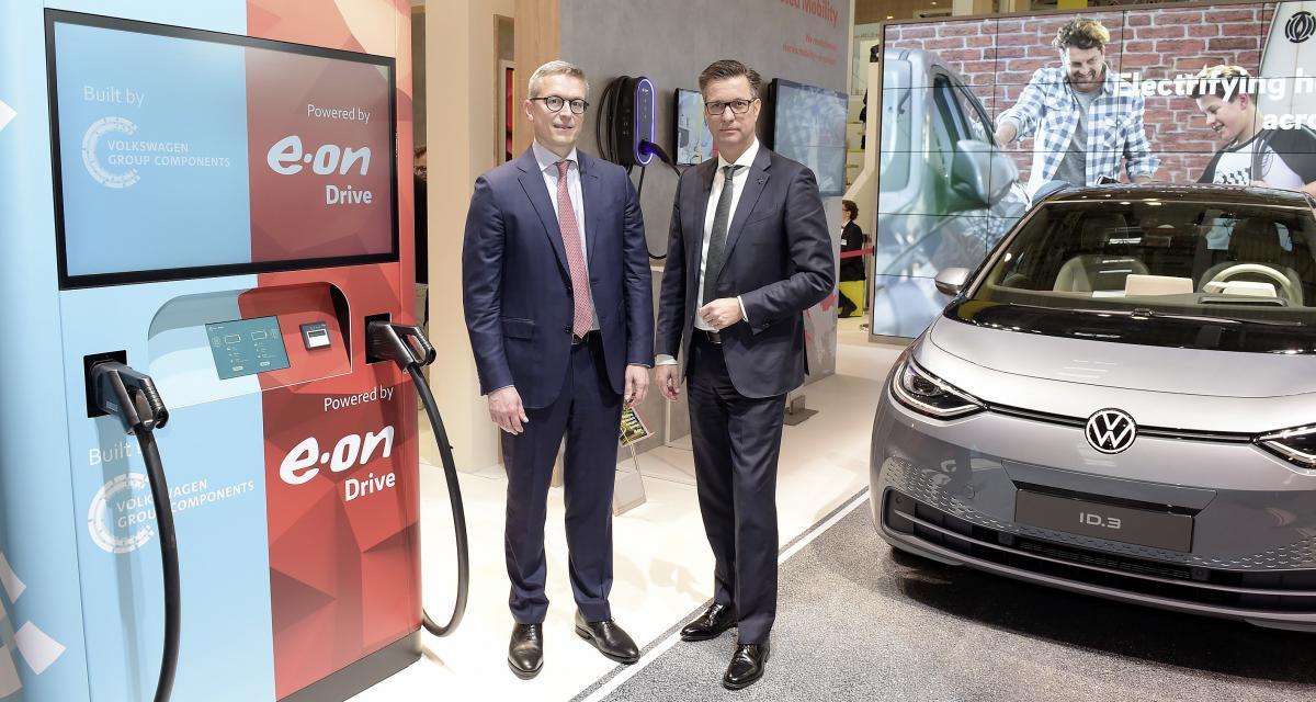 Volkswagen et E.ON dévoilent une borne de recharge ultra-rapide à brancher n'importe où