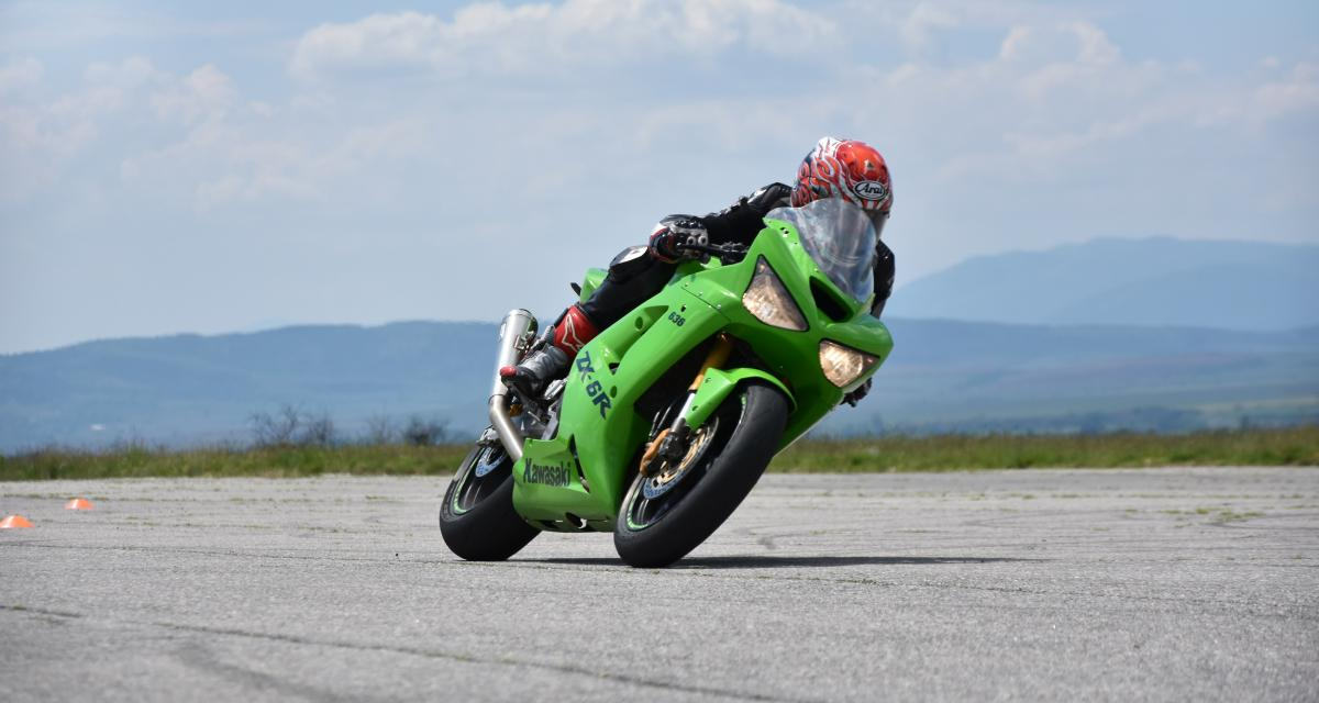 Excès de vitesse à moto : flashé à 174 km/h sur une départementale