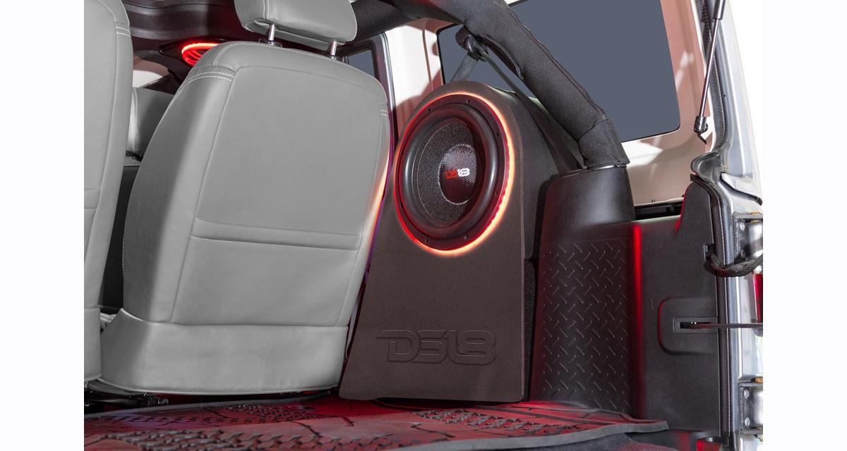 DS18 commercialise une paire de caissons pour réaliser un système de grave sur la Jeep Wrangler
