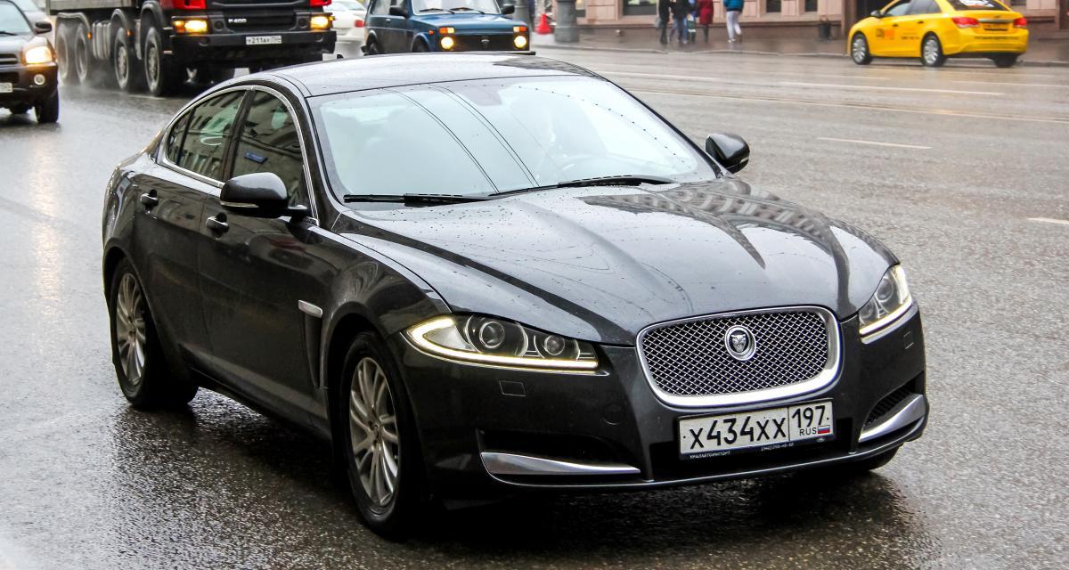 Il pousse sa Jaguar à 151 km/h… sur une départementale !