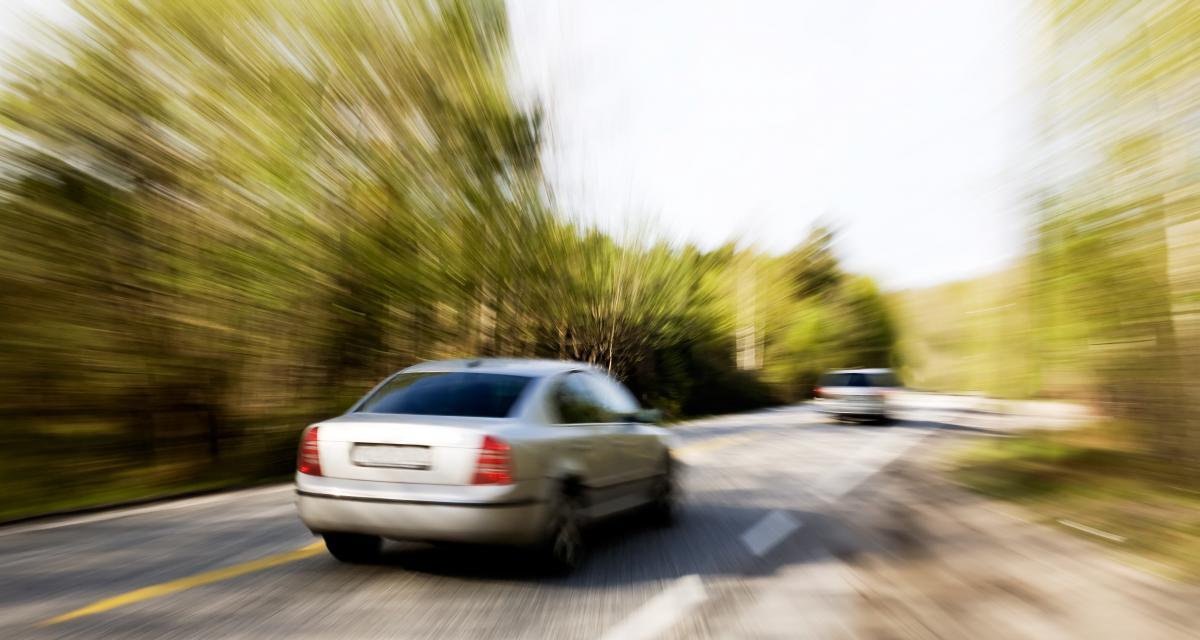 Ligne continue franchie à 148 km/h sur une départementale, il a rendez-vous au tribunal