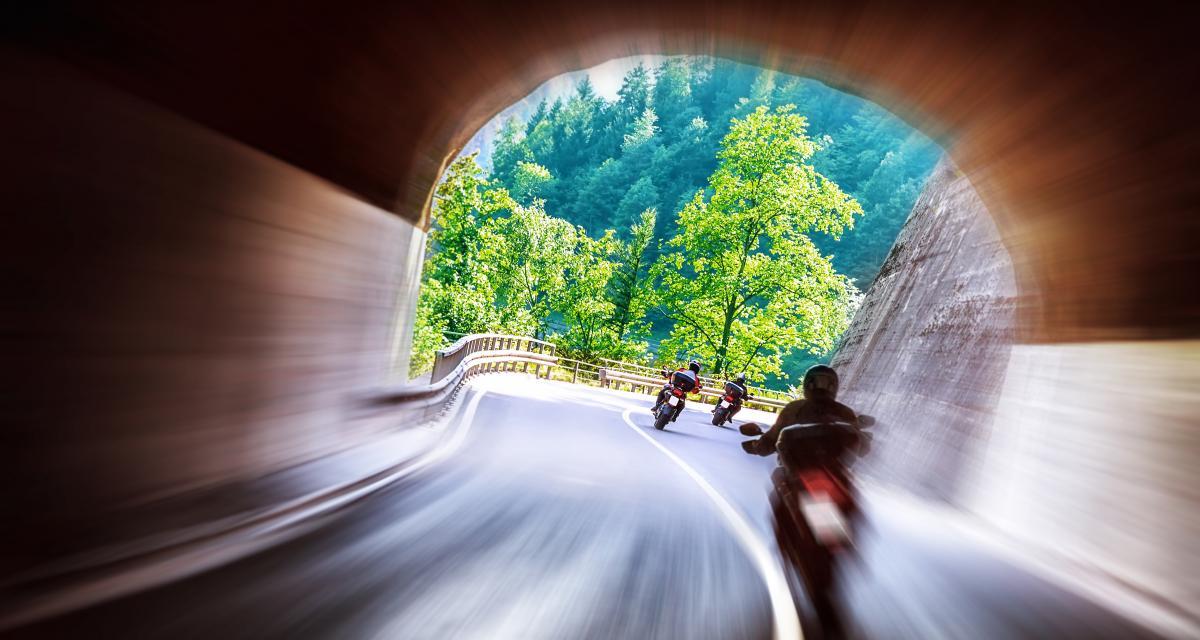 220 et 221 km/h : deux motards flashés en faisant la course sur une départementale