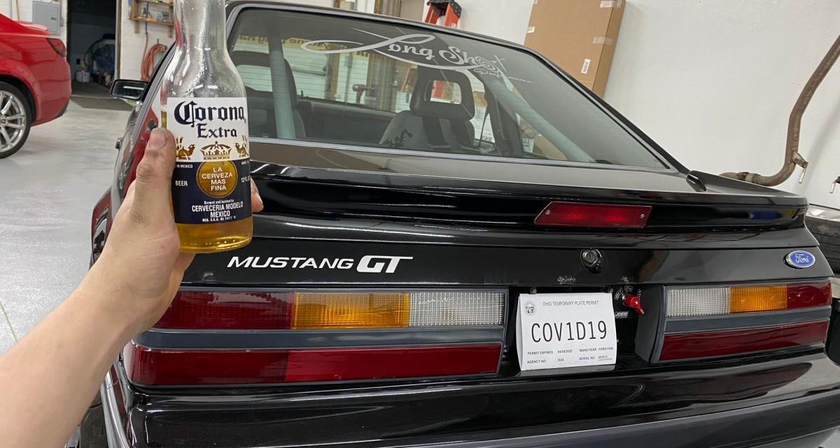 """Coronavirus : un """"génie"""" immatricule sa Ford Mustang Covid-19"""