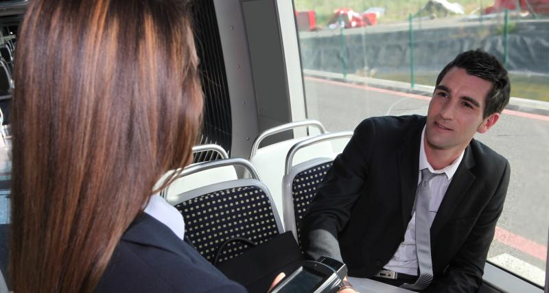 Confinement : la police contrôle les attestations partout même dans les bus