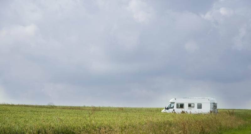Confinement en camping-car : une mairie paye le stationnement des naufragés