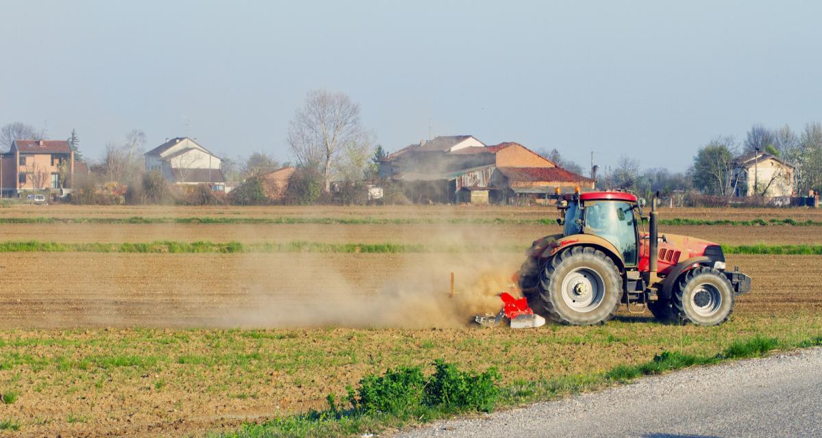 Confinement : un ado tente de semer la police au volant d'un tracteur volé