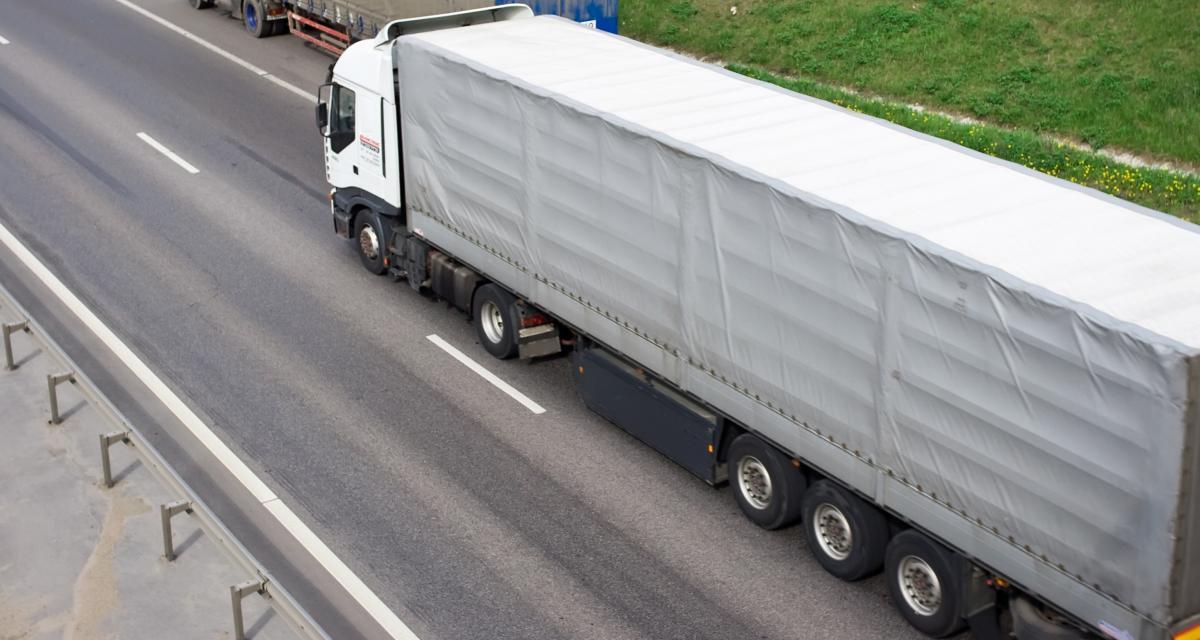 Confinement : un camion caillassé par une pierre de 2 kilos en pleine nuit !