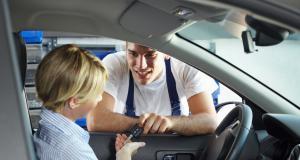 Coronavirus : un garagiste décontamine gratuitement les voitures