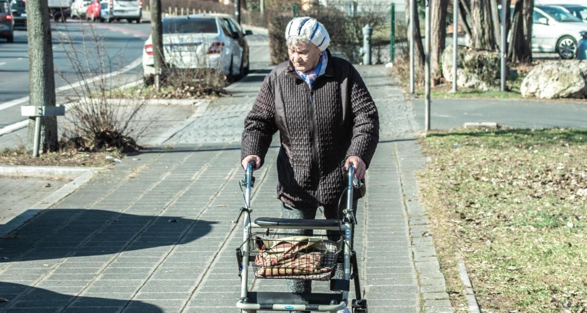 Confinement : une femme de 79 ans prend un PV devant un Ehpad !