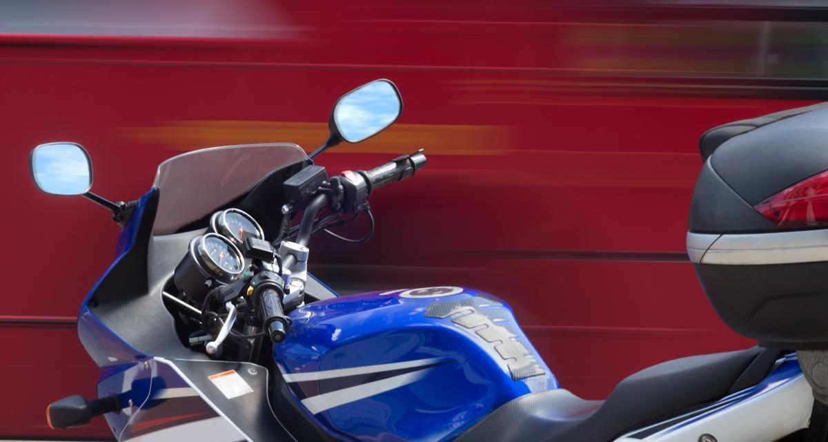 60 km/h au-dessus de la limite, le motard risque 4 ans de prison