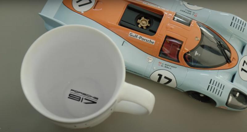 Deux miniatures et une tasse